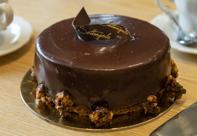 Sacher ricopreta di cioccolato
